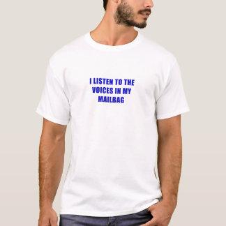 Camiseta Eu escuto as vozes em meu saco postal