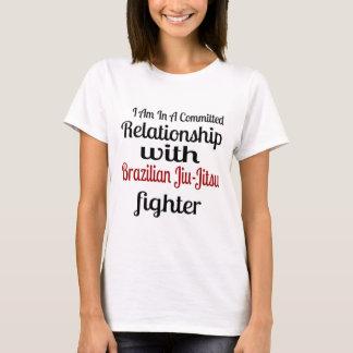 Camiseta Eu estou em uma relação cometida com brasileiro Ji