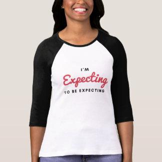 """Camiseta """"Eu estou esperando… esperar!"""" Sra. nova TTC"""