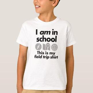 Camiseta EU ESTOU na escola