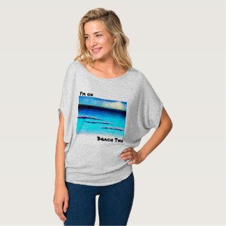 Camiseta Eu estou nas mulheres do tempo da praia superiores
