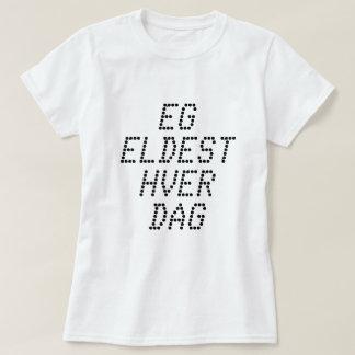 Camiseta Eu estou obtendo mais idoso cada dia, no branco