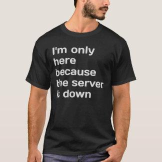 Camiseta Eu estou somente aqui porque o servidor está para