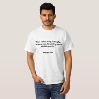 """Camiseta """"Eu estudei muitos filósofos e muitos gatos. T"""