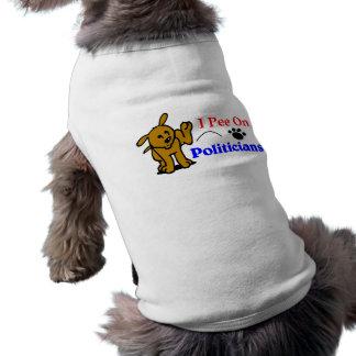 Camiseta Eu faço xixi no T do cão dos políticos