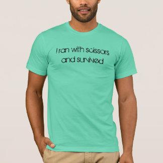 Camiseta Eu funcionei com tesouras e sobrevivi