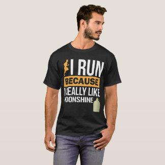 Camiseta Eu funciono porque eu gosto realmente Moonshine o