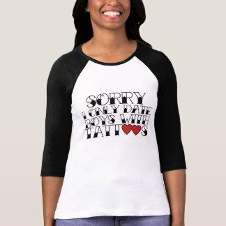 Camiseta Eu gosto de meninos com TATUAGENS