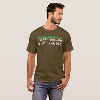Camiseta Eu lutei o gramado e o gramado ganhou o humor de