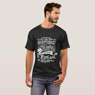 Camiseta EU m um recepcionista que meios mim vivo em louco