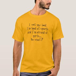 Camiseta Eu molho minha cama, eu sou mau em esportes e eu