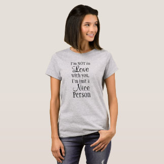 Camiseta Eu não estou no amor com você. Eu sou apenas uma