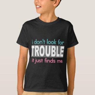 Camiseta Eu não procuro o problema