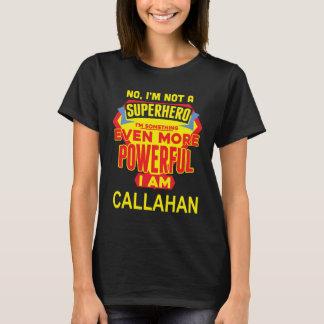 Camiseta Eu não sou um super-herói. Eu sou CALLAHAN.