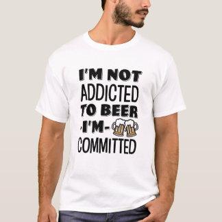 Camiseta Eu não sou viciado à cerveja, mim sou homens