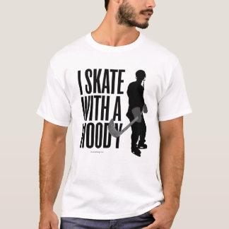 Camiseta Eu patino com um arborizado (o hóquei)