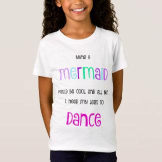 """Camiseta """"Eu preciso meus pés de dançar"""" a luva do boné da"""