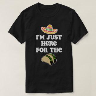 Camiseta Eu sou apenas aqui para o cinco engraçado de Mayo