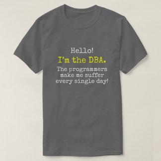 """Camiseta """"Eu sou o DBA. Os programadores fazem-me sofrer… """""""