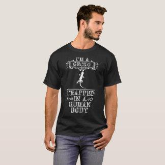 Camiseta Eu sou um geco prendido em um réptil do corpo