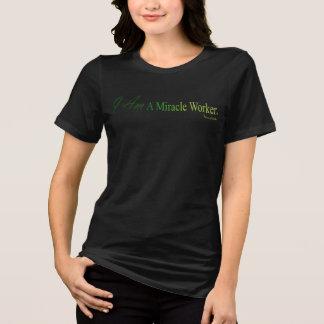 Camiseta EU SOU um t-shirt preto do trabalhador de milagre