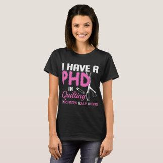 Camiseta Eu tenho um PHD no Tshirt feito metade estofando