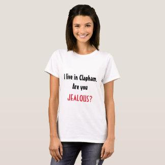 Camiseta Eu vivo em Clapham. Ciumento? T-shirt