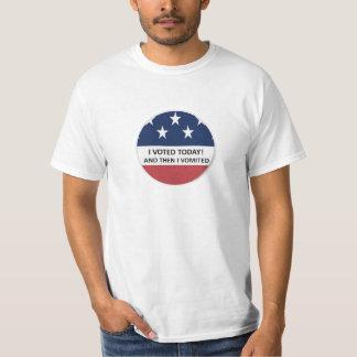Camiseta Eu votei hoje e então eu vomited o t-shirt