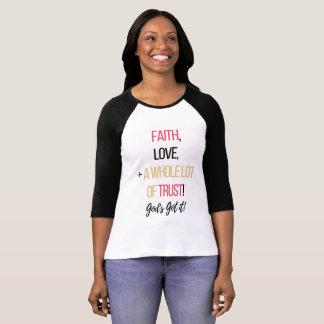 Camiseta Fé, amor, e uns muitos da confiança! loja de ||