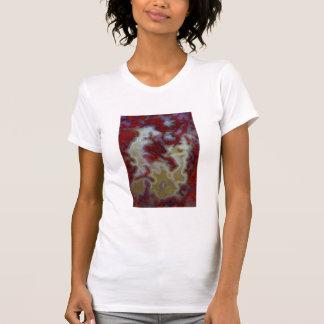 Camiseta Feche acima da laje vermelha da ágata de musgo