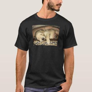 Camiseta Filhote de cachorro dourado bonito do sono do