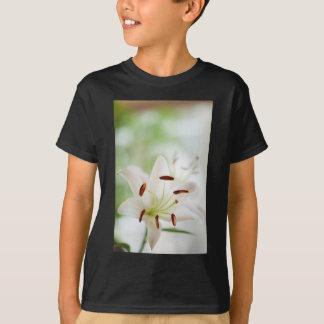 Camiseta Flor do lírio branco inteiramente aberta