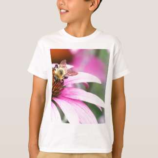 Camiseta Flor roxa do cone com abelha