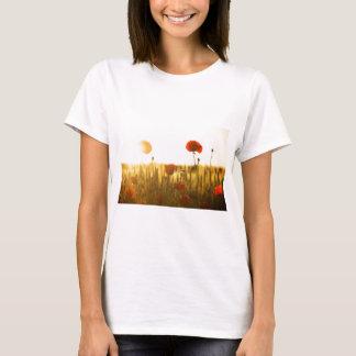 Camiseta Flor vermelha perto da flor branca durante o dia