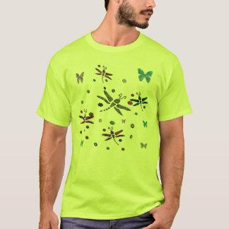 Camiseta flores e libélulas coloridas