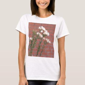 Camiseta Flores no tijolo