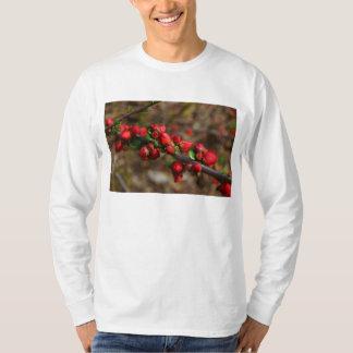 Camiseta Flores vermelhas arborizados