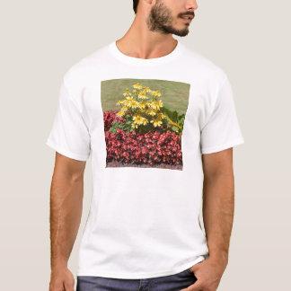 Camiseta Flowerbed dos coneflowers e das begónias