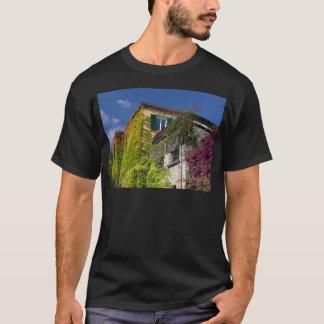 Camiseta Folhas coloridas na casa