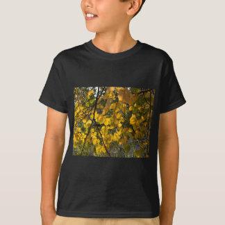 Camiseta Folhas de outono amarelas e verdes