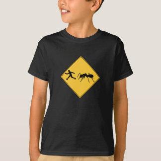 Camiseta Formiga do gigante do sinal de estrada