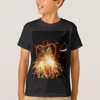 Camiseta Foto macro de um sparkler ardente no formulário de