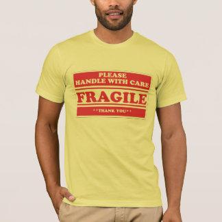 Camiseta Frágil, punho com cuidado.