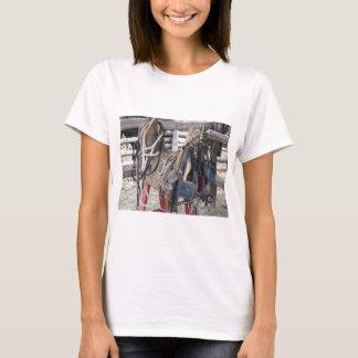 Camiseta Freios e bocados de couro gastos do cavalo