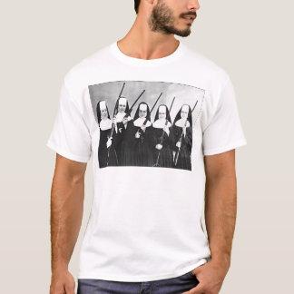 Camiseta Freiras com armas
