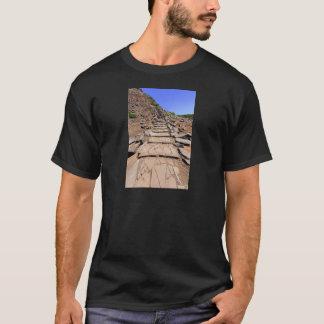 Camiseta Fuga de caminhada que conduz a montanha em Madeira