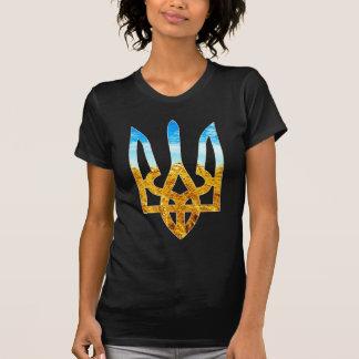 Camiseta Fundo ucraniano do tryzub do trigo e do céu azul