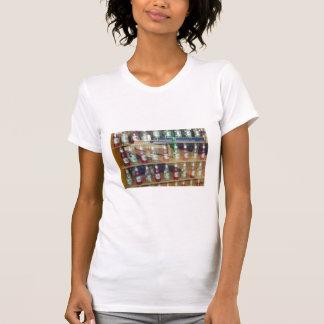 Camiseta Garrafas holandesas da fotografia na janela