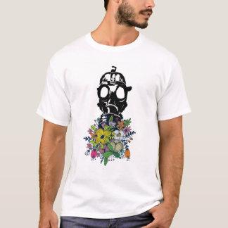 Camiseta Gasmask que cheira as flores