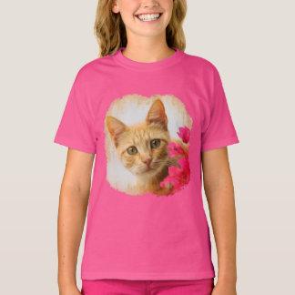 Camiseta Gatinho bonito do gato do gengibre que olha o foto